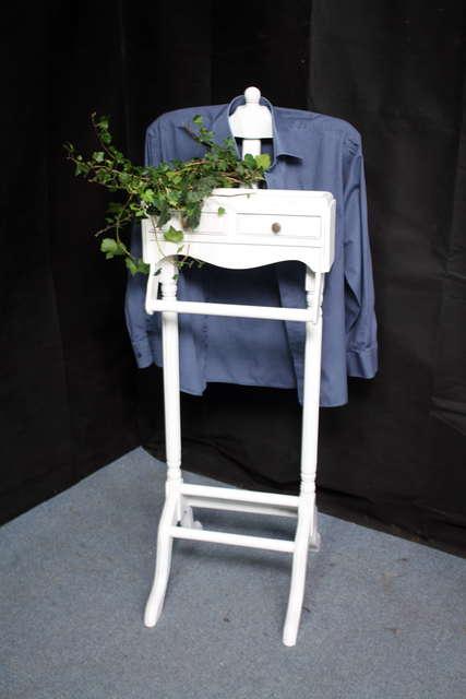 shabby chic stummer diener herrendiener alt wei. Black Bedroom Furniture Sets. Home Design Ideas
