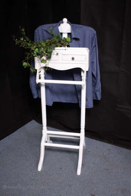 shabby stummer diener herrendiener alt wei garderobe. Black Bedroom Furniture Sets. Home Design Ideas