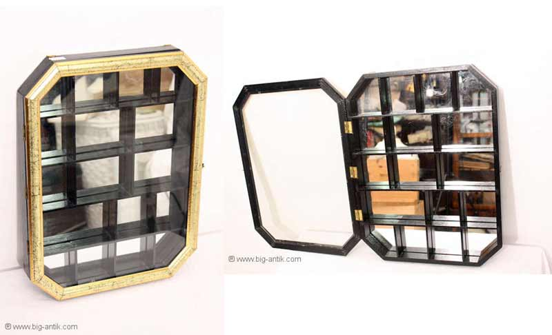 wundersch ner verzierter setzkasten vitrine glast r. Black Bedroom Furniture Sets. Home Design Ideas
