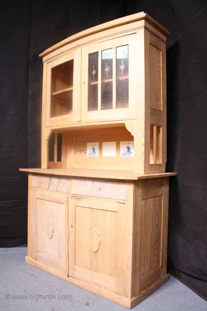 zauberhafter antiker jugendstil k chenschrank kredenz weichholz massiv viele verzierungen. Black Bedroom Furniture Sets. Home Design Ideas